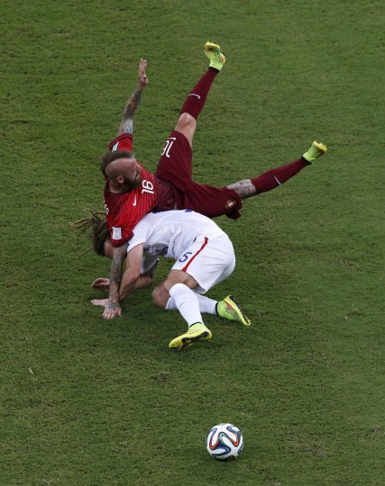 Portugal's Raul Meireles (top) and Kyle Beckerman of the U.S. fight for the ball during their 2014 World Cup G soccer match at the Amazonia arena in Manaus June 22, 2014. (Andres Stapff/Reuters)