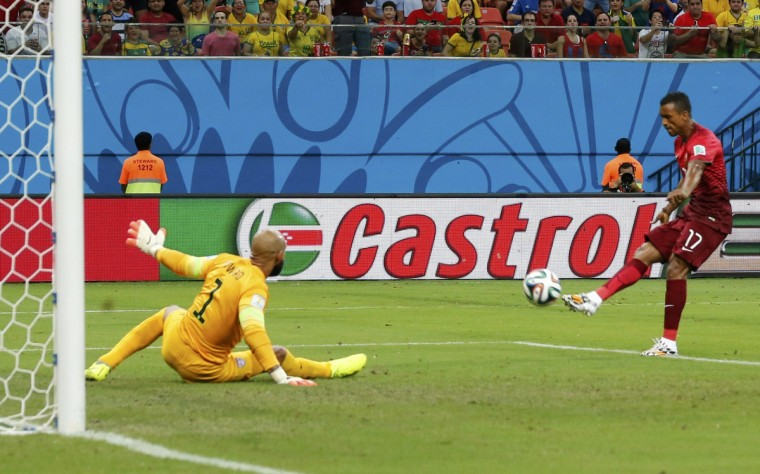 Portugal's Nani scores past goalkeeper Tim Howard of the U.S. during their 2014 World Cup G soccer match at the Amazonia arena in Manaus June 22, 2014. (Siphiwe Sibeko/Reuters)