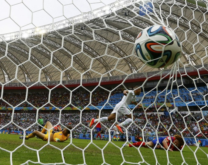 Algeria's Islam Slimani (C) scores a goal past South Korea's goalkeeper Jung Sung-ryong (L) during their 2014 World Cup Group H soccer match at the Beira Rio stadium in Porto Alegre June 22, 2014. (Murad Sezer/Reuters)