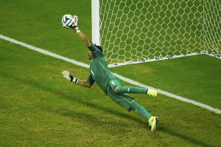 Costa Rica's Keilor Navas saves Greece's Theofanis Gekas' penalty shot during a shootout in their 2014 World Cup round of 16 game at the Pernambuco arena in Recife June 29, 2014. (Ruben Sprich/Reuters)
