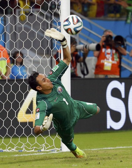 Costa Rica's goalkeeper Keilor Navas makes a save against Greece's Theofanis Gekas (unseen) during the penalty shootout in their 2014 World Cup round of 16 game against Greece at the Pernambuco arena in Recife June 29, 2014. (Yves Herman/Reuters)