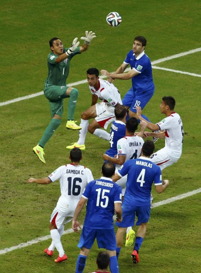 Costa Rica's goalkeeper Keilor Navas makes a save during the 2014 World Cup round of 16 game between Costa Rica and Greece at the Pernambuco arena in Recife June 29, 2014.(Ruben Sprich/Reuters)