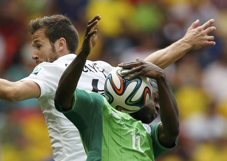 France's Yohan Cabaye (L) fights for the ball with Nigeria's Victor Moses during their 2014 World Cup round of 16 game at the Brasilia national stadium in Brasilia June 30, 2014. (Ueslei Marcelino/Reuters)