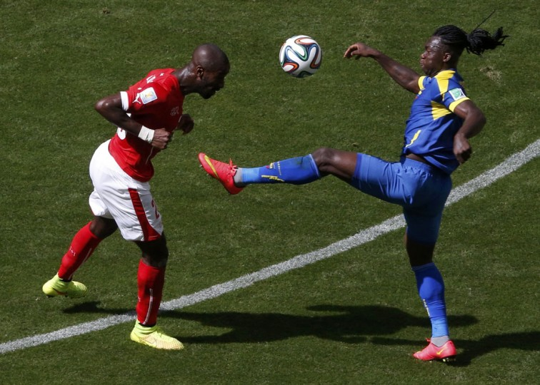 Switzerland's Johan Djourou fights for the ball with Ecuador's Felipe Caicedo during their 2014 World Cup Group E soccer match at the Brasilia national stadium in Brasilia, June 15, 2014. (David Gray/Reuters)