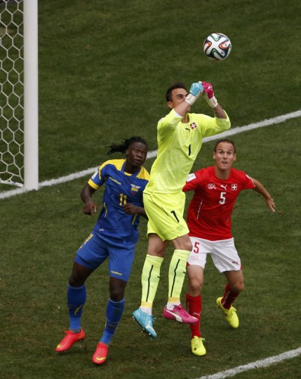 Ecuador's Felipe Caicedo fights for the ball with Switzerland's goalkeeper Diego Benaglio and Steve von Bergen during their 2014 World Cup Group E soccer match at the Brasilia national stadium in Brasilia, June 15, 2014. (David Gray/Reuters)
