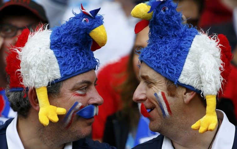 France fans wait for the 2014 World Cup Group E soccer match between France and Honduras at the Beira Rio stadium in Porto Alegre, June 15, 2014. (Damir Sagolj/Reuters)