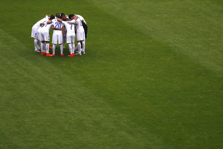 Chile players huddle before the 2014 World Cup Group B soccer match between Spain and Chile at the Maracana stadium in Rio de Janeiro June 18, 2014. (Ricardo Moraes/Reuters)