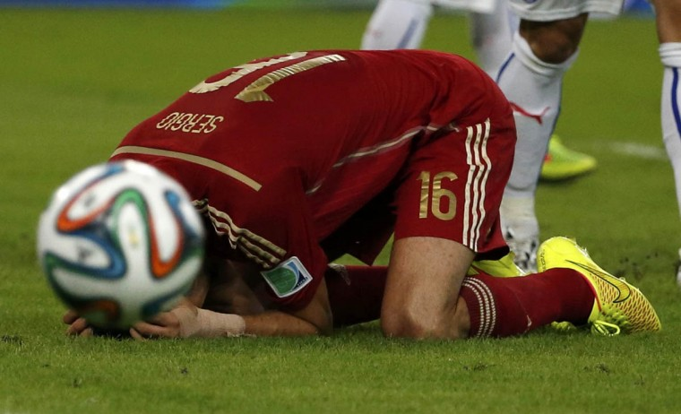 Spain's Sergio Busquets reacts after missing a chance to score a goal during their 2014 World Cup Group B soccer match against Chile at the Maracana stadium in Rio de Janeiro June 18, 2014. (Jorge Silva/Reuters photo)