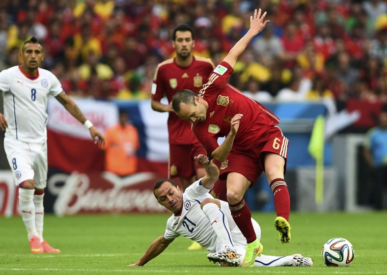 Chile's Marcelo Diaz challenges Spain's Andres Iniesta during their 2014 World Cup Group B soccer match at the Maracana stadium in Rio de Janeiro June 18, 2014. (Dylan Martinez/Reuters)