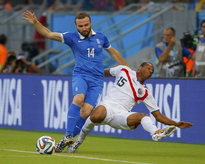 Greece's Dimitris Salpingidis (L) fights for the ball with Costa Rica's Junior Diaz during their 2014 World Cup round of 16 game at the Pernambuco arena in Recife June 29, 2014. (Brian Snyder/Reuters)