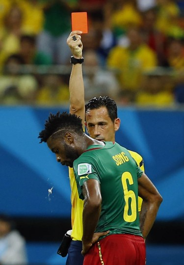 Referee Pedro Proenca of Portugal sends off Cameroon's Alexandre Song for a challenge on Croatia's Mario Mandzukic during their 2014 World Cup Group A soccer match at the Amazonia arena in Manaus June 18, 2014. (Murad Sezer/Reuters photo)