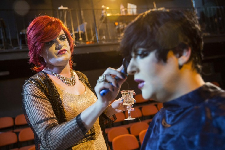 Drag queen Eva Stiletto (L) brushes the wig of Galina Port Des Bras as they prepare before a drag show in Tel Aviv June 9, 2014. The show is part of the city's gay pride week, ending on June 13 with the Gay Pride Parade. Picture taken June 9, 2014. (REUTERS/Baz Ratner)