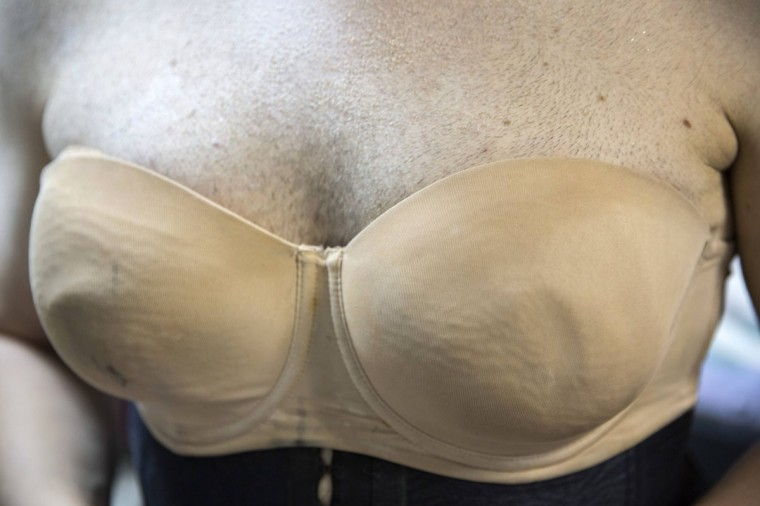 Drag queen Galina Port Des Bras wears a bra backstage before a drag show in Tel Aviv June 9, 2014. The show is part of the city's gay pride week, ending on June 13 with the Gay Pride Parade. Picture taken June 9, 2014. (REUTERS/Baz Ratner)