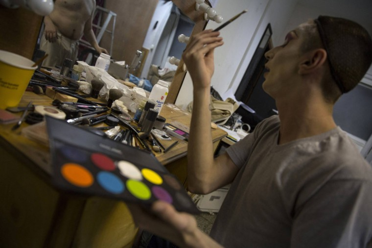 Drag queen Glory Hollywood applies make-up backstage before a drag show in Tel Aviv June 9, 2014. The show is part of the city's gay pride week, ending on June 13 with the Gay Pride Parade. Picture taken June 9, 2014. (REUTERS/Baz Ratner)