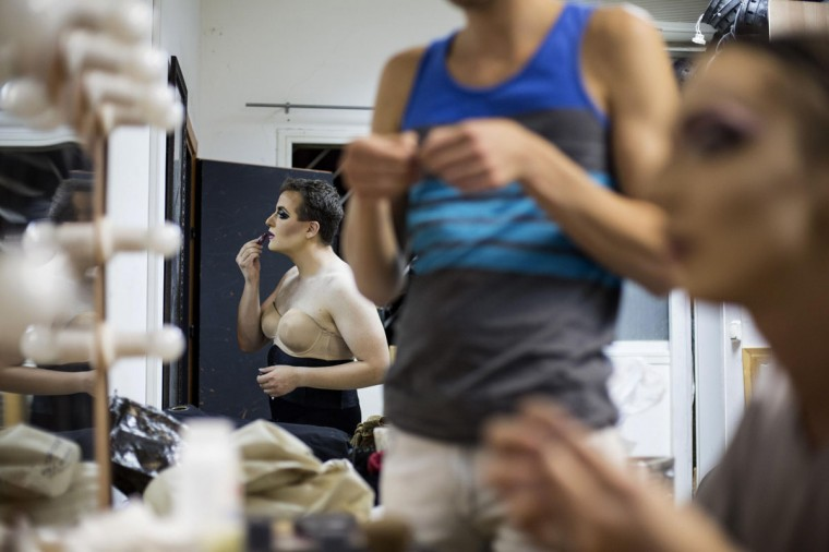 Drag queen Galina Port Des Bras (back) applies make-up backstage before a drag show in Tel Aviv June 9, 2014. The show is part of the city's gay pride week, ending on June 13 with the Gay Pride Parade. Picture taken June 9, 2014. (REUTERS/Baz Ratner)