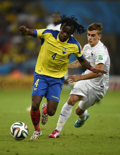 France's forward Antoine Griezmann (Right) and Ecuador's defender Juan Carlos Paredes vie for the ball during the Group E football match between Ecuador and France at the Maracana Stadium in Rio de Janeiro during the 2014 FIFA World Cup on June 25, 2014. (Odd Andersen/Getty Images)