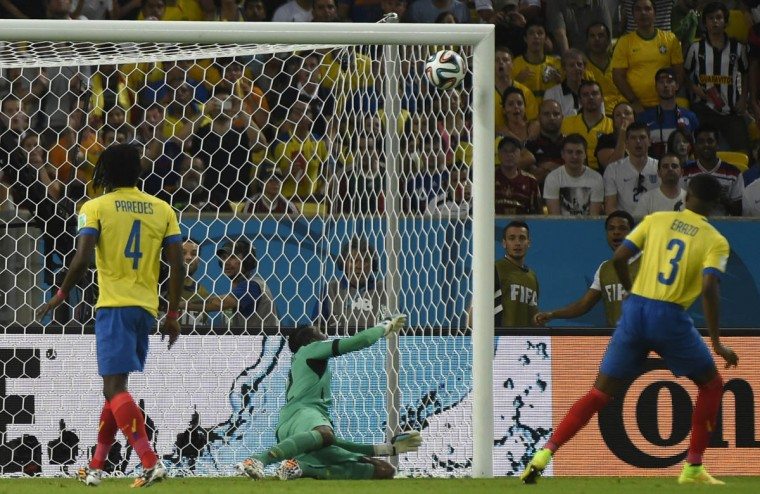 Ecuador's goalkeeper Alexander Dominguez (Center) defends his goal after a shot from France's forward Antoine Griezmann (not pictured) hit the cross bar during a Group E football match between Ecuador and France at the Maracana Stadium in Rio de Janeiro during the 2014 FIFA World Cup on June 25, 2014. (Fabrice Coffrini/Getty Images)