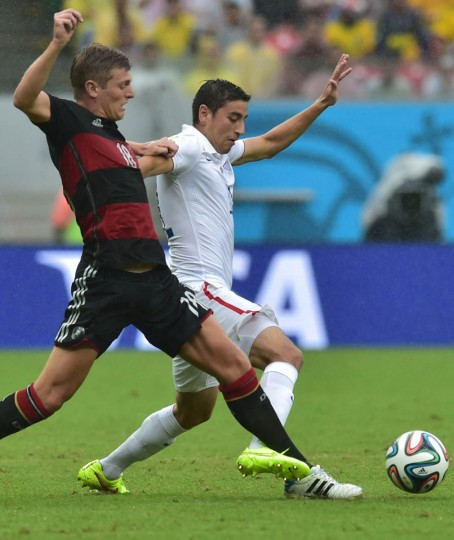 Germany's midfielder Toni Kroos (Left) and US defender Matt Besler vie for the ball during a Group G football match between US and Germany at the Pernambuco Arena in Recife during the 2014 FIFA World Cup on June 26, 2014. (Nelson Almeida/Getty Images)