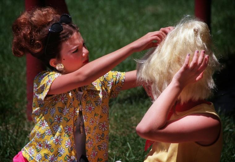 6/6/98--Chiari Lattanzi (cq), 11 (LT) fixes her bestfriend Leah Platek (cq), 11 (RT)'s hair before they go onto the 5th annual Best Hon Contest. Both are native Baltimorean, hon. (Photo by Chiaki Kawajiri/staff)