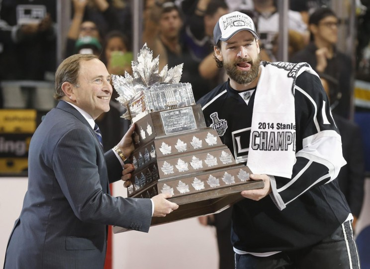 Los Angeles Kings' Justin Williams (right) is presented with the Conn Smythe trophy as the Most Valuable Player from NHL Commissioner Gary Bettman after Game 5 of their NHL Stanley Cup Finals hockey series against the the New York Rangers in Los Angeles, California, June 13, 2014. (Lucy Nicholson/Reuters)