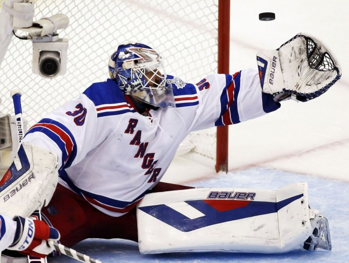 New York Rangers' goalie Henrik Lundqvist makes a save against the Los Angeles Kings during the third period in Game 5 of their NHL Stanley Cup Finals hockey series in Los Angeles, California, June 13, 2014. (Lucy Nicholson/Reuters)