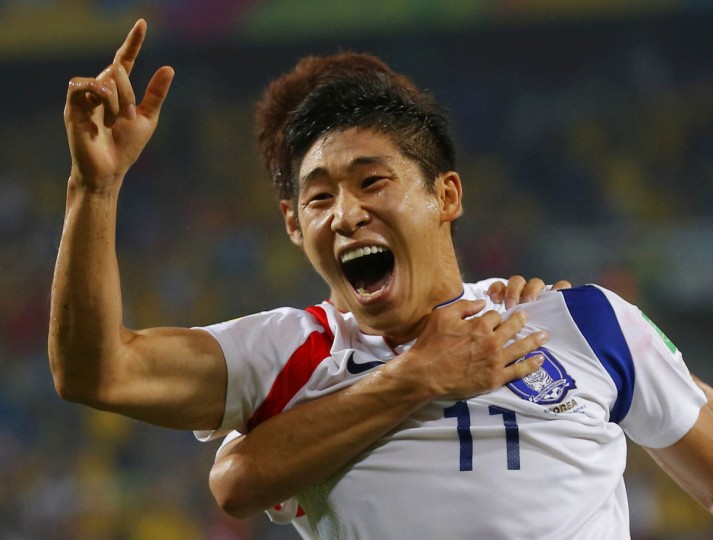 South Korea's Lee Keun-ho celebrates his goal with teammate Lee Chung-yong (rear) during their 2014 World Cup Group H soccer match against Russia at the Pantanal arena in Cuiaba June 17, 2014. (Paul Hanna/Reuters photo)