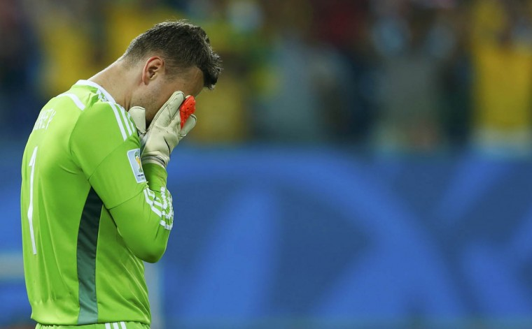 Russia's Igor Akinfeev reacts to conceding a goal to South Korea's Lee Keun-ho (not pictured) during their 2014 World Cup Group H soccer match at the Pantanal arena in Cuiaba June 17, 2014. (Eddie Keogh/Reuters photo)