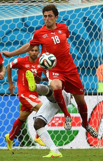 Honduras' defender Juan Carlos Garcia (back) challenges Switzerland's forward Admir Mehmedi during the Group E football match between Honduras and Switzerland at the Amazonia Arena in Manaus during the 2014 FIFA World Cup on June 25, 2014. (Anne-Christine Poujoulat/Getty Images)