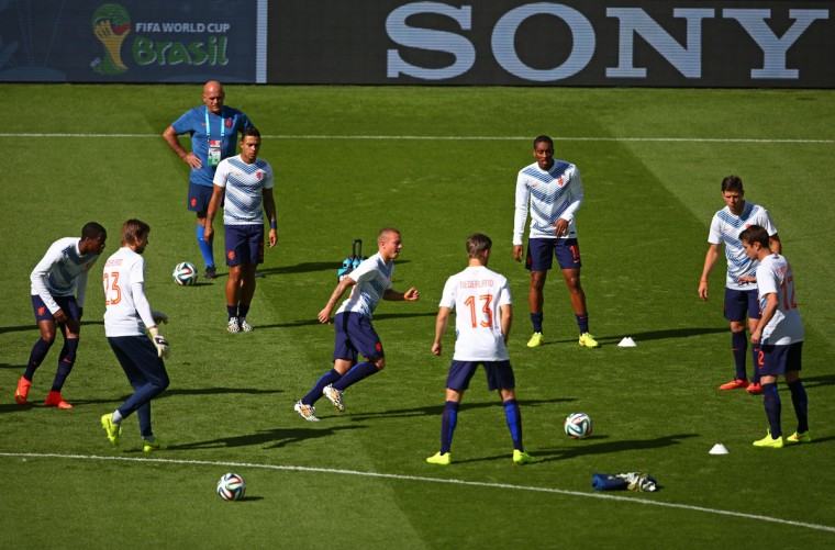 The Netherlands warm up prior to the 2014 FIFA World Cup Brazil Group B match between Australia and Netherlands at Estadio Beira-Rio on June 18, 2014 in Porto Alegre, Brazil. (Photo by Paul Gilham/Getty Images)