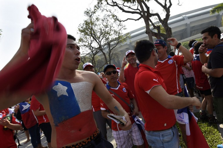 Chilian supporters cheer outside the Maracana Stadium before a Group B football match between Spain and Chile in Rio de Janeiro during the 2014 FIFA World Cup on June 18, 2014. (Lluis Gene/AFP/Getty Images)