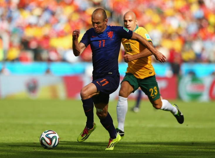 Arjen Robben of the Netherlands controls the ball on his way to scoring his team's first goal during the 2014 FIFA World Cup Brazil Group B match between Australia and Netherlands at Estadio Beira-Rio on June 18, 2014 in Porto Alegre, Brazil. (Photo by Cameron Spencer/Getty Images)