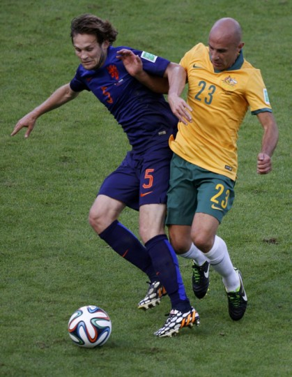 Daley Blind of the Netherlands (L) and Australia's Mark Bresciano fight for the ball during their 2014 World Cup Group B soccer match at the Beira Rio stadium in Porto Alegre June 18, 2014. (Marko Djurica/Reuters)