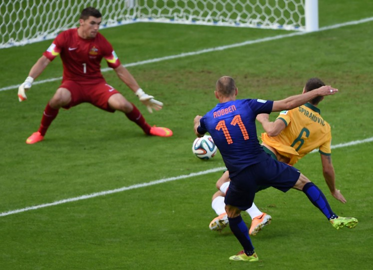 Netherlands' forward Arjen Robben (C) scores during a Group B football match between Australia and the Netherlands at the Beira-Rio Stadium in Porto Alegre during the 2014 FIFA World Cup on June 18, 2014. (Luis Acosta/AFP/Getty Images)