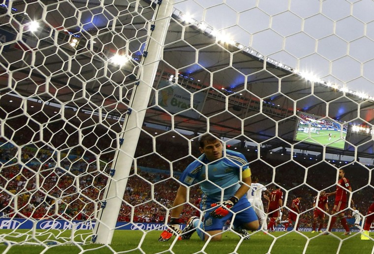 Spain's goalkeeper Iker Casillas reacts after Chile's Charles Aranguiz scored a goal during the 2014 World Cup Group B soccer match at the Maracana stadium in Rio de Janeiro June 18, 2014. (Jorge Silva/Reuters)