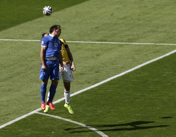 Greece's Theofanis Gekas (L) fights for the ball with Colombia's Mario Yepes during their 2014 World Cup Group C soccer match at the Mineirao stadium in Belo Horizonte June 14, 2014. (Leonhard Foeger/Reuters)