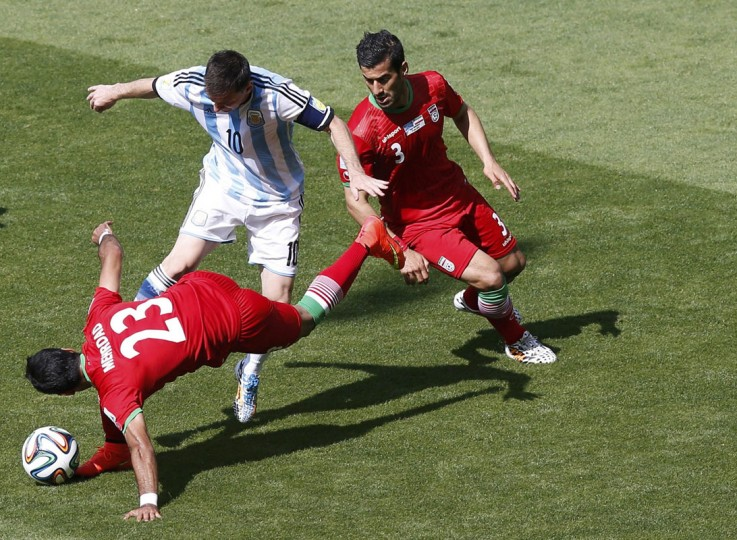 Argentina's Lionel Messi fights for the ball against Iran's Mehrdad Pouladi (L) and Ehsan Hajsafi (R) during their 2014 World Cup Group F soccer match at the Mineirao stadium in Belo Horizonte June 21, 2014. (Leonhard Foeger/Reuters)