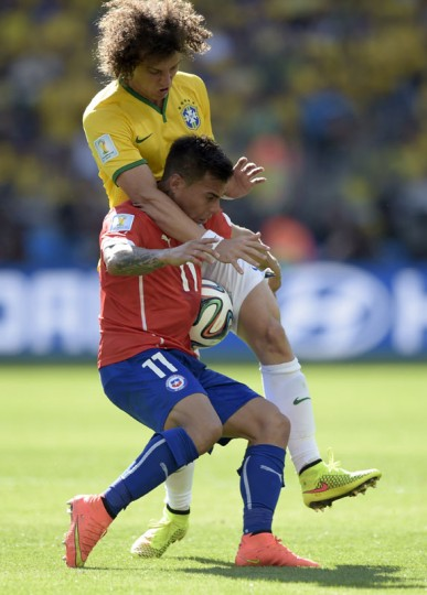 Chile's forward Eduardo Vargas (bottom) and Brazil's defender David Luiz vie for the ball during the Round of 16 football match between Brazil and Chile at the Mineirao Stadium in Belo Horizonte during the 2014 FIFA World Cup on June 28, 2014. (Juan Mabromata/AFP/Getty Images)