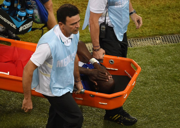 US forward Jozy Altidore is stretchered off the field after suffering an injury during a Group G football match between Ghana and US at the Dunas Arena in Natal during the 2014 FIFA World Cup on June 16, 2014. (Javier Soriano/Getty Images)