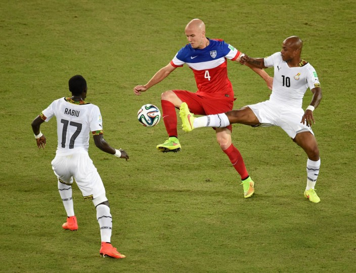 Ghana's midfielder Mohammed Rabiu (Left) and Ghana's midfielder Andre Ayew (Right) vie with US midfielder Michael Bradley during a Group G football match between Ghana and US at the Dunas Arena in Natal during the 2014 FIFA World Cup on June 16, 2014. (Javier Soriano/Getty Images)
