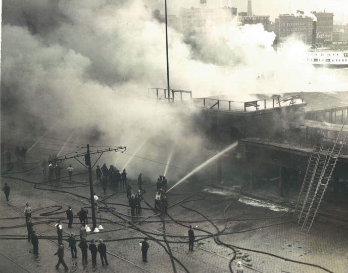 Light Street fire. (Baltimore Sun file photo)