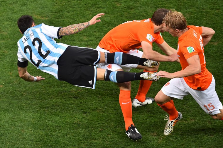 Argentina's forward Ezequiel Lavezzi (L) vies with Netherlands' midfielder Dirk Kuyt (R) during the semi-final football match between Netherlands and Argentina of the FIFA World Cup at The Corinthians Arena in Sao Paulo on July 9, 2014. (Gabriel Bouys/Getty Images)