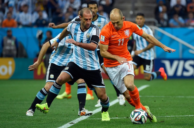 Argentina's defender Pablo Zabaleta (L) and Netherlands' forward Arjen Robben vie for the ball during the semi-final football match between Netherlands and Argentina of the FIFA World Cup at The Corinthians Arena in Sao Paulo on July 9, 2014. (Odd Andersen/Getty Images)