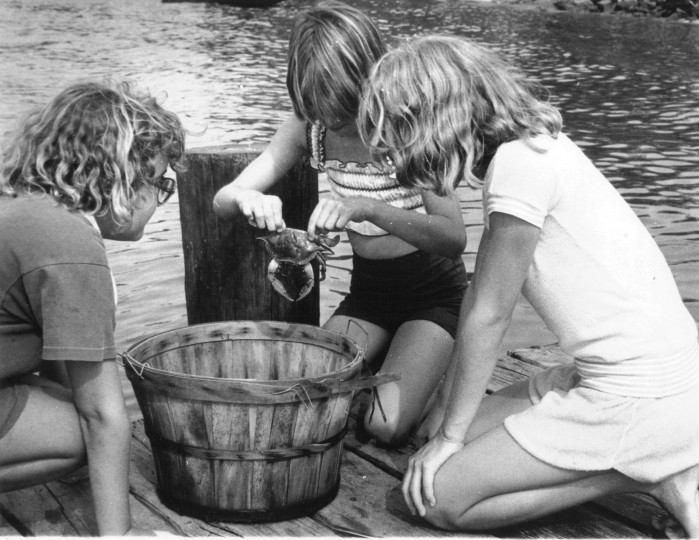 Maryanna Wenger holds a Maryland crab as Helen Biltsinitis and Donna Walker look on. (Sept. 2, 1979, Sun photo)