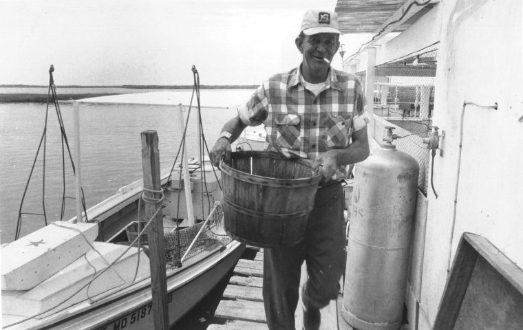 Olden Bradshaw brings in a days catch to his crab shack at Rhodes Point on Smith Island. (July 7, 1977, Sun photo)