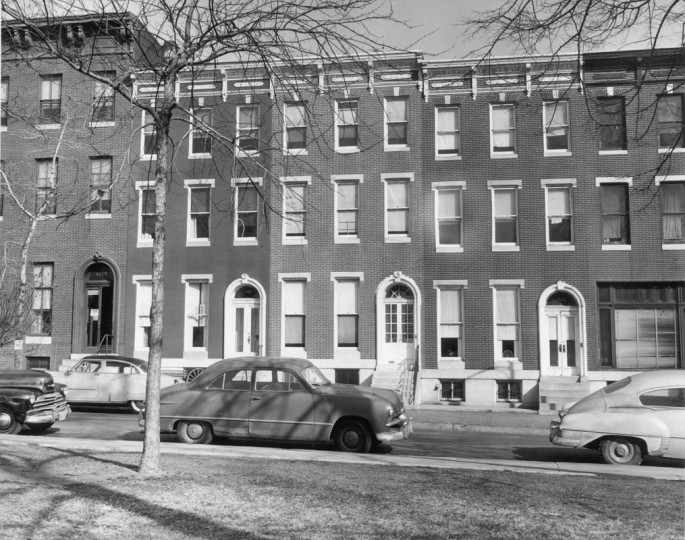 Rowhome facades in Union Square. (Baltimore Sun file/March 6, 1956)