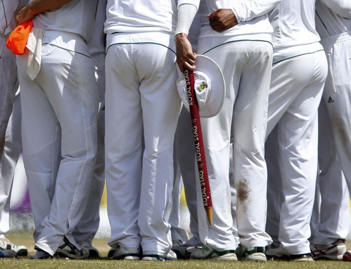 South Africa's Dale Steyn, who took nine wickets in the first test match, holds a stump and his hat as he celebrates with teammates after winning their first test cricket match against Sri Lanka in Galle July 20, 2014. South Africa beat Sri Lanka by 153 runs on the fifth and final day of the first test to take a one-nil lead in the two-match series on Sunday. (Dinuka Liyanawatte/Reuters)