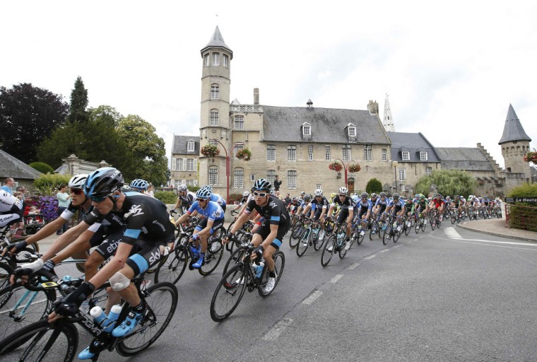 The pack of riders including Team Sky rider Christopher Froome (L) of Britain cycles on its way during the 163.5 km fourth stage of the Tour de France cycling race from Le Touquet-Paris-Plage to Lille July 8, 2014. (Jacky Naegelen/Reuters)