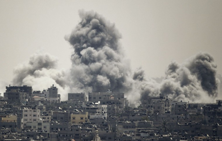Smoke rises during an Israeli offensive in the east of Gaza City July 27, 2014. A humanitarian truce in the Gaza Strip collapsed on Sunday after a barrage of rockets fired by Palestinian militants was met with fierce Israeli shelling, in a fresh setback to efforts to secure a permanent ceasefire. (Ahmed Zakot/Reuters)