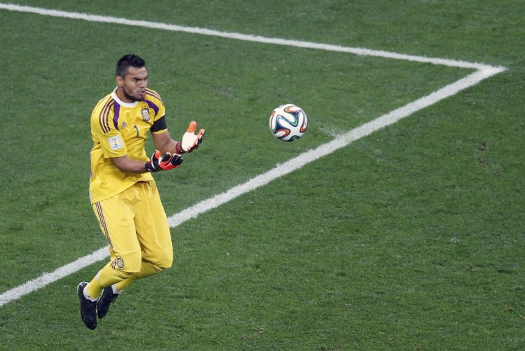 Argentina's goalkeeper Sergio Romero catches the ball during their 2014 World Cup semi-finals against the Netherlands at the Corinthians arena in Sao Paulo July 9, 2014. (Paulo Whitaker/Reuters)