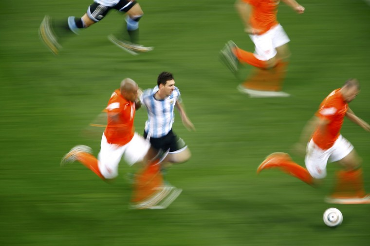 Argentina's Lionel Messi fights for the ball with Nigel de Jong of the Netherlands during their 2014 World Cup semi-finals at the Corinthians arena in Sao Paulo July 9, 2014. (Ricardo Moraes/Reuters)